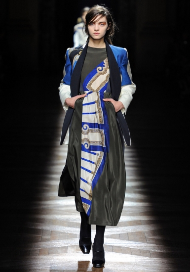 dries-van-noten-fall-2012-01