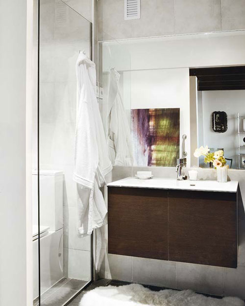 Modern ve sade bir banyo